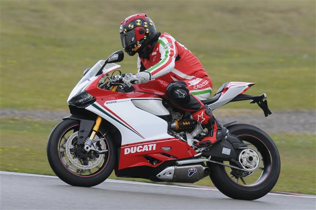 Test: Ducati 1199 Panigale S Tricolore Superbike – straat