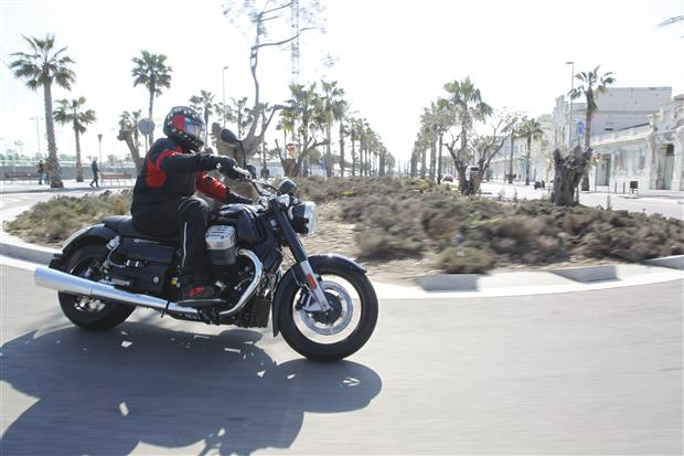 Test: 2013 Moto Guzzi California 1400 Custom en Touring