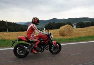 Test-2015-Ducati-Monster-821