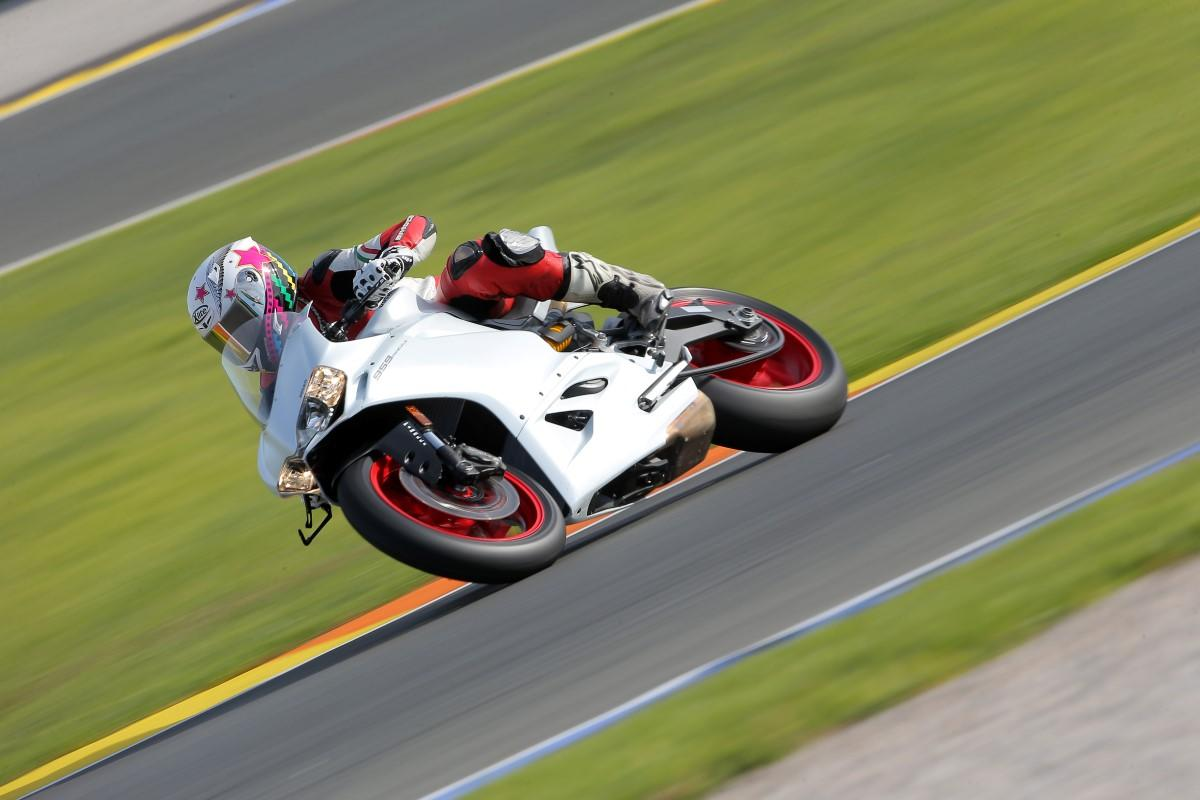 Test 2016 Ducati Panigale 959 1