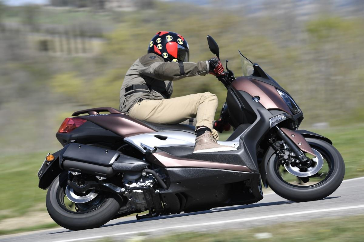 test 2017 yamaha xmax 300 motorscooter. Black Bedroom Furniture Sets. Home Design Ideas
