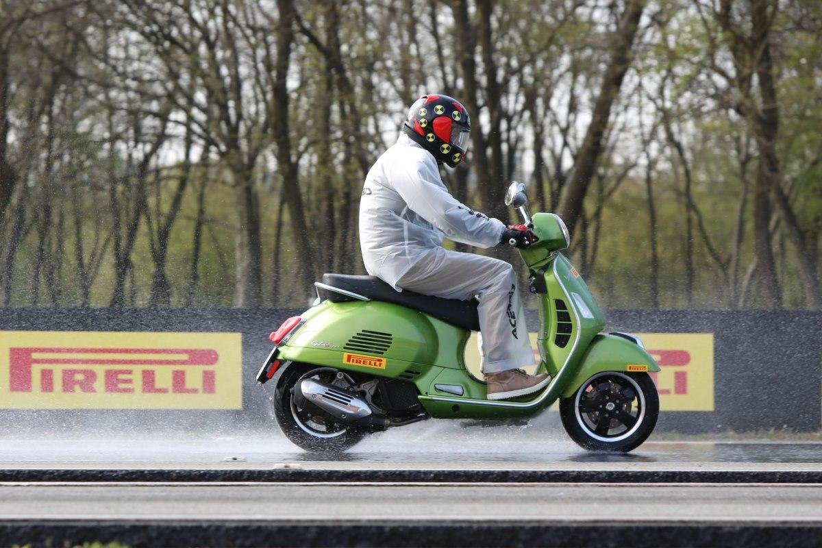 Test: Pirelli Angel Scooter & Diablo Rosso Scooter motorscooterbanden