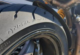 Test Pirelli Angel GT2 motorbanden 1